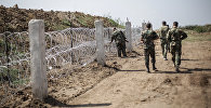 Пограничники обходят участок границы. Архивное фото