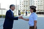 Президент Алмазбек Атамбаев аскер адамдарына батирлердин ачкычын тапшырды.