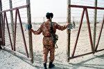 Архивное фото пограничника Узбекистана