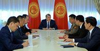 Президент Алмазбек Атамбаев Коргоо кеңешинин жыйыны учурунда. Архив