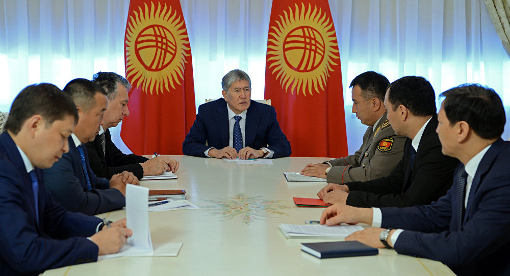Президенту Алмазбеку Атамбаеву на совещании по вопросам безопасности доложили о ситуации на Ункур-Тоо