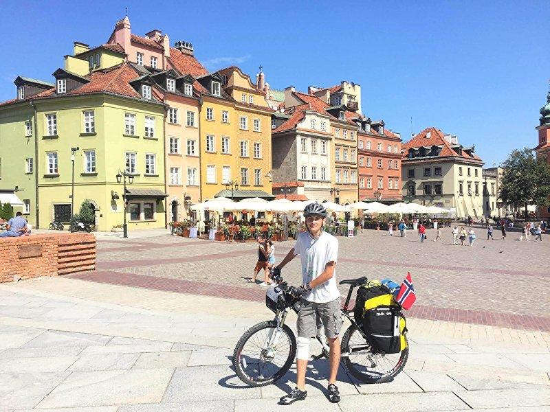 22-летний кыргызстанец Сафар Шайхразеев, который преодолел на велосипеде маршрут Москва — Беларусь — Польша — Германия — Дания — Норвегия.