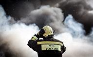Сотрудник пожарно-спасательного подразделения МЧС РФ. Архивное фото