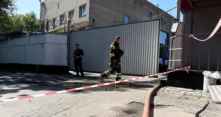 Пожарные прибыли на место через пять минут. Площадь возгорания составила до 200 квадратных метров. Удалось не допустить дальнейшего распространения огня, и в 9.51 (12.51 бшк) пожар был полностью потушен.