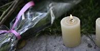 Свечи и цветы. Архивное фото