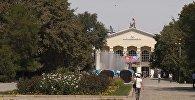 Архивное фото здания Кыргызского государственного национального университета (КГНУ)