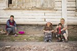 Жители поселка Мин-Куш Джумгальского района Нарынской области. Архивное фото