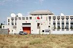 Кыргызстандагы Кытай элчилигинин имараты жардыруудан кийин. Архив