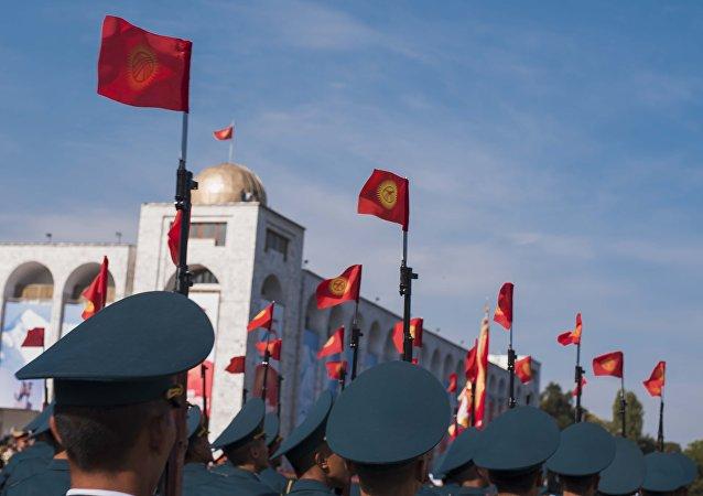 Военнослужащие КР на репетиции военного парада, посвященного 25-летию независимости Кыргызстана