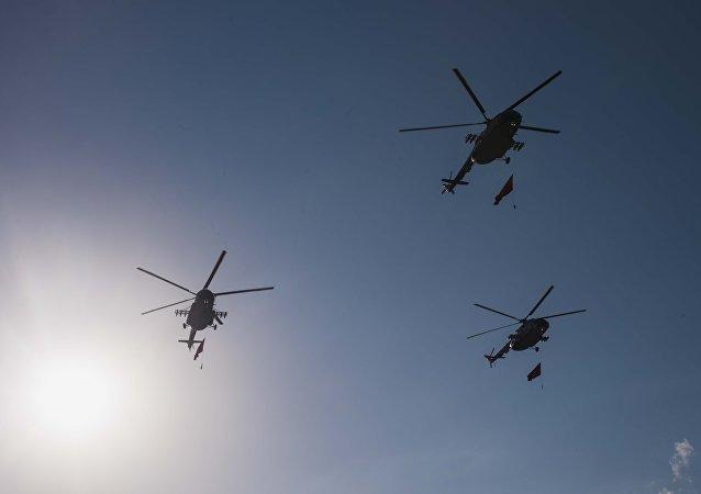 Вертолеты военных сил КР на репетиции военного парада, посвященного 25-летию независимости Кыргызстана