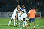 Архивное фото футболистов сборной Кыргызстана после забитого гола на товарищеском матче на стадионе имени Долона Омурзакова