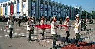 Поднятие первого флага Кыргызской Республики. Архивное фото