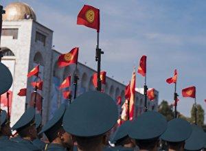Флаги Кыргызстана. Архивное фото