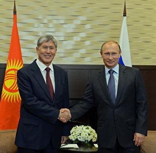 Россиянын президенти Владимир Путин жана Кыргызстандын өлкө башчысы Алмазбек Атамбаев Сочиде.