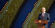 Президент Кыргызстана Алмазбек Атамбаев выступил на центральной площади Ала-Тоо с поздравительной речью по случаю празднования Дня независимости.