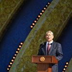 Мамлекет башчысы Атамбаев Кыргызстандыктарды Эгемендүүлүк күнү менен куттуктады.