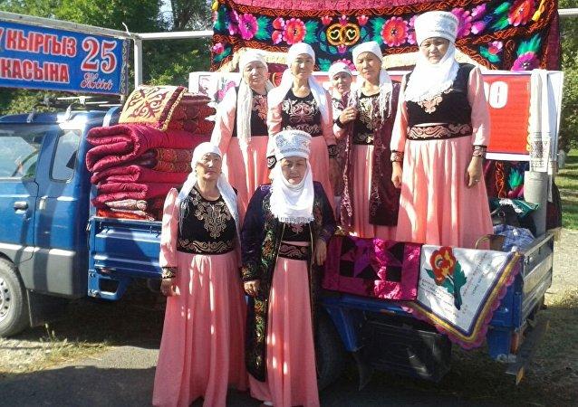 Ярмарка в честь празднования 25-летия независимости Кыргызстана в Баткене