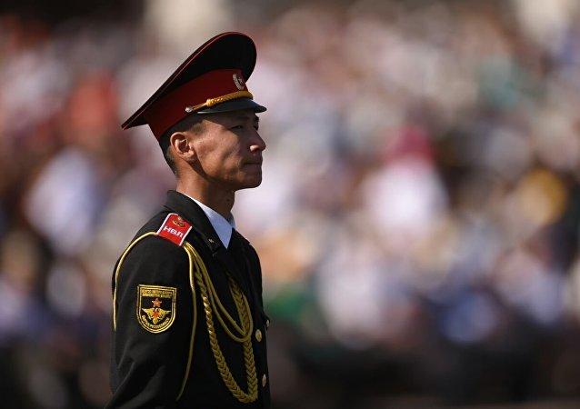 Военнослужащие на праздновании 25-летия независимости Кыргызстана в Бишкеке на площади Ала-Тоо