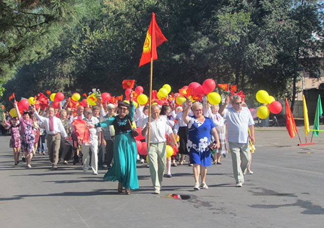 Праздничный парад в городе Кара-Балта посвященная 25-летию независимости Кыргызстана