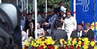 Момент ухода Отунбаевой во время речи Атамбаева. Видео с площади Ала-Тоо