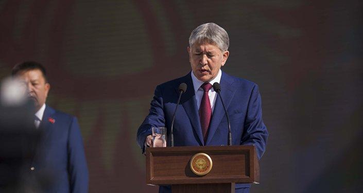 Бишкекчанам торжества запомнятся поздравлением Алмазбека Атамбаева...