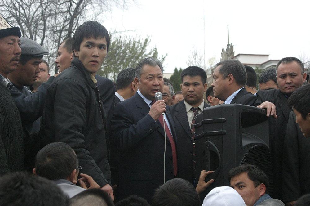 2006-жыл. Криминал дагы бийликке келүүгө умтулган. Рысбек Акматбаев митингге чыгып, аны депутаттыкка талапкер катары каттоону талап кылган. Ошол кездеги президент Курманбек Бакиев митингге чыгып ага сөз бергенге мажбур болгон