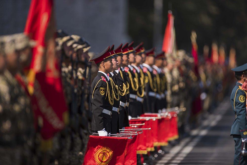 Празднование 25-летия независимости Кыргызстана в Бишкеке на площади Ала-Тоо