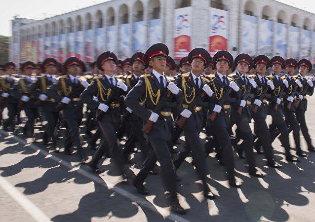 Шествие военнослужащих. Первыми парад открыли будущие защитники Родины — курсанты Военного лицея