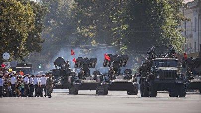 Военный парад на площади Ала-Тоо в Бишкеке. Архивное фото