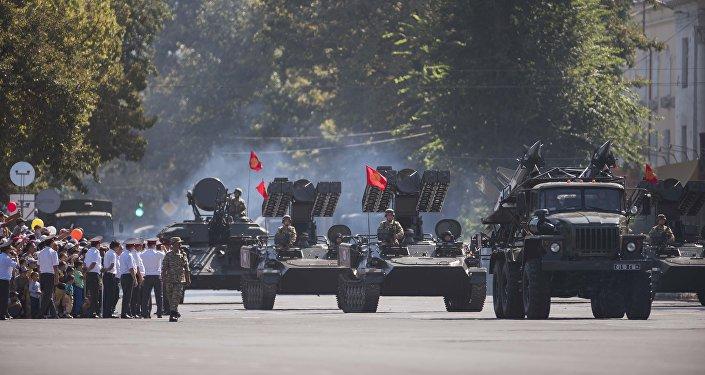 ...а также военным парадом и концертом на площади Ала-Тоо.