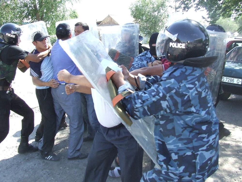 2009-жыл. Президенттик шайлоо Бакиевдин режими тарабынан жасалмаланган. Балыкчыдагы каршылык акциясынан кийин 19 кишиге кылмыш иши ачылган