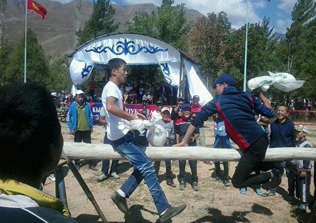 Национальные игры в честь празднования 25-летия независимости Кыргызстана в Чаткале