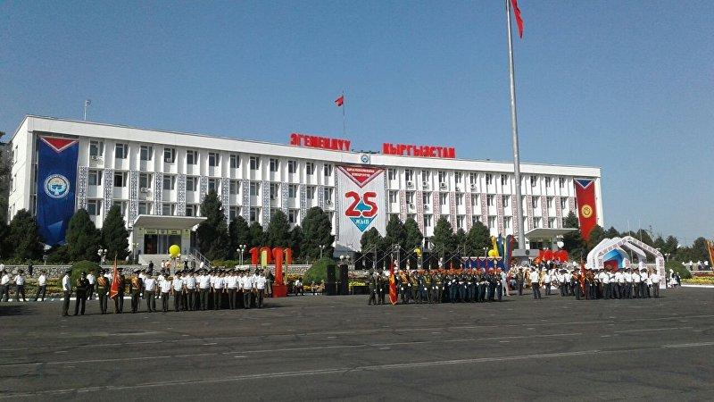 Концертная программа на праздновании 25-летии независимости Кыргызстана в Оше на центральной площади