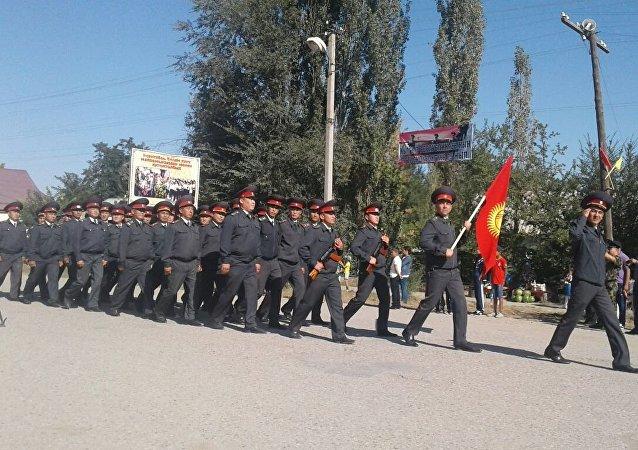 Парад сотрудников милиции на праздновании 25-летия независимости Кыргызстана в селе Покровка Таласской области