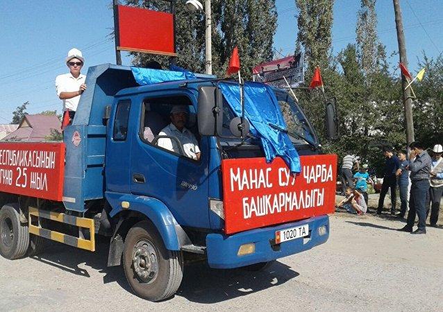 Парад предприятий на праздновании 25-летия независимости Кыргызстана в селе Покровка Таласской области