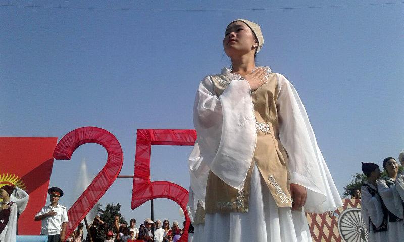 Участница мероприятия на праздновании 25-летия независимости Кыргызстана в Джалал-Абаде