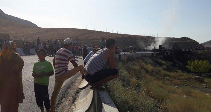 Баткен районуна караштуу Миңбулак айылында май ташуучу унаа күйдү деп ӨКМ билдирди