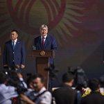 Ала-Тоо аянтындагы Эгемендүүлүктүн 25 жылдыгына арналган салтанатта КР президенти Алмазбек Атамбаев сүйлөөдө