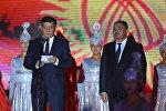 Премьер-министр Сооронбай Жээнбеков выступает с поздравительной речью на праздничном концерте на площади Ала-Тоо в честь 25-летия независимости Кыргызстана