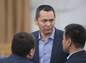 ЖКнын экс-депутаты Өмүрбек Бабановдун архивдик сүрөтү