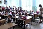 Банты, волнующиеся родители и много детей — День знаний в Бишкеке