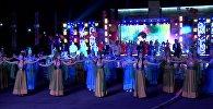 Атактуу ырчылар жана оюн-зоок: Ала-Тоо аянтындагы майрамдык концерт