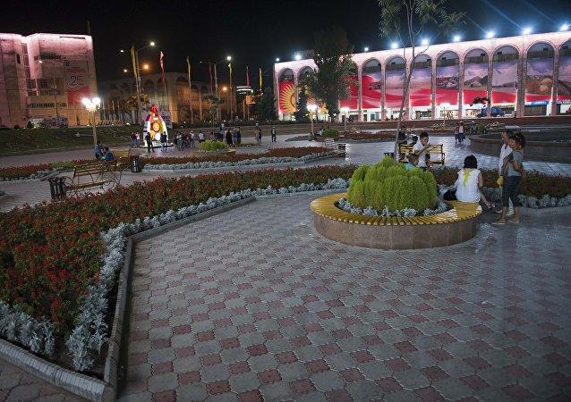 Площадь Ала-Тоо после праздничного концерта в честь 25-летия независимости Кыргызстана