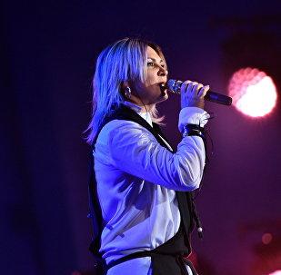 Певица Светлана Назаренко на сцене площади Ала-Тоо в Бишкеке. Архивное фото