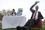 Турецкий фермер, самый высокий человек в мире Султан Кёсен и непальский гражданин, Чандра Бахадур Данги который признан самым низкорослым в истории взрослым мужчиной.