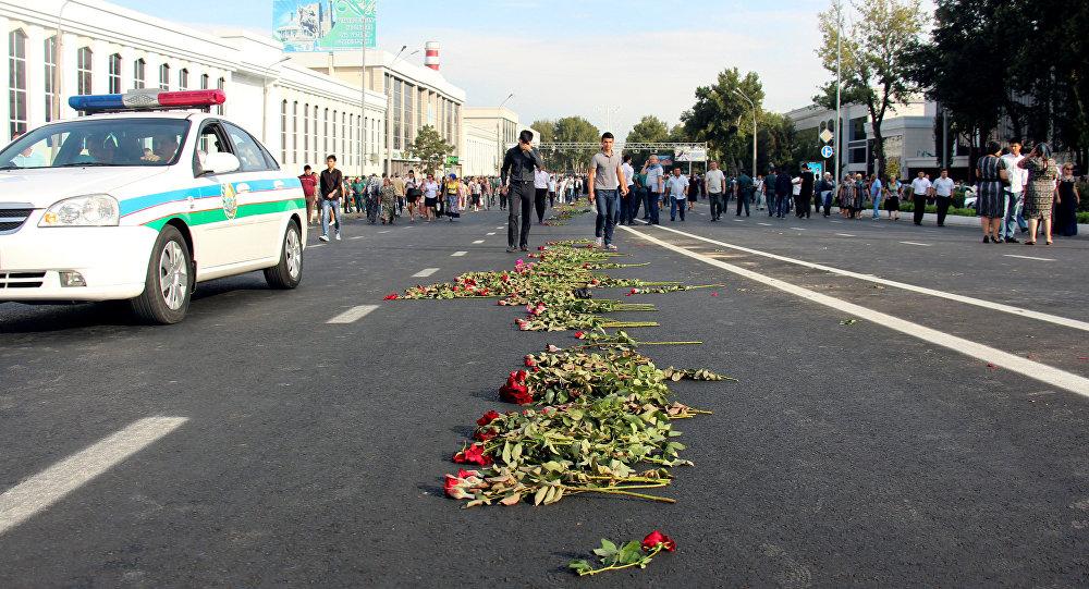 Тысячи ташкентцев проводили кортеж стелом Каримова