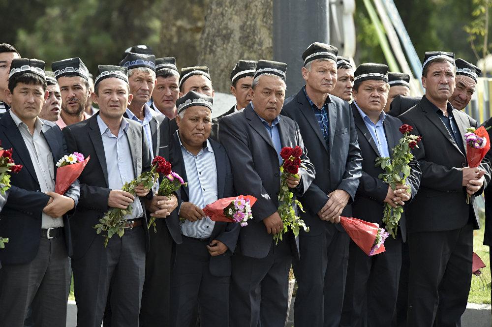 Журт атасынан айрылганына ишенгиси келбеген самарканддыктар