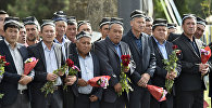 Самарканддагы Өзбекстандын президенти Ислам Каримовдун тажыясы.