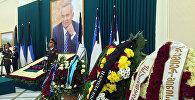 Цветы на церемонии похорон президента Узбекистана Ислама Каримова.