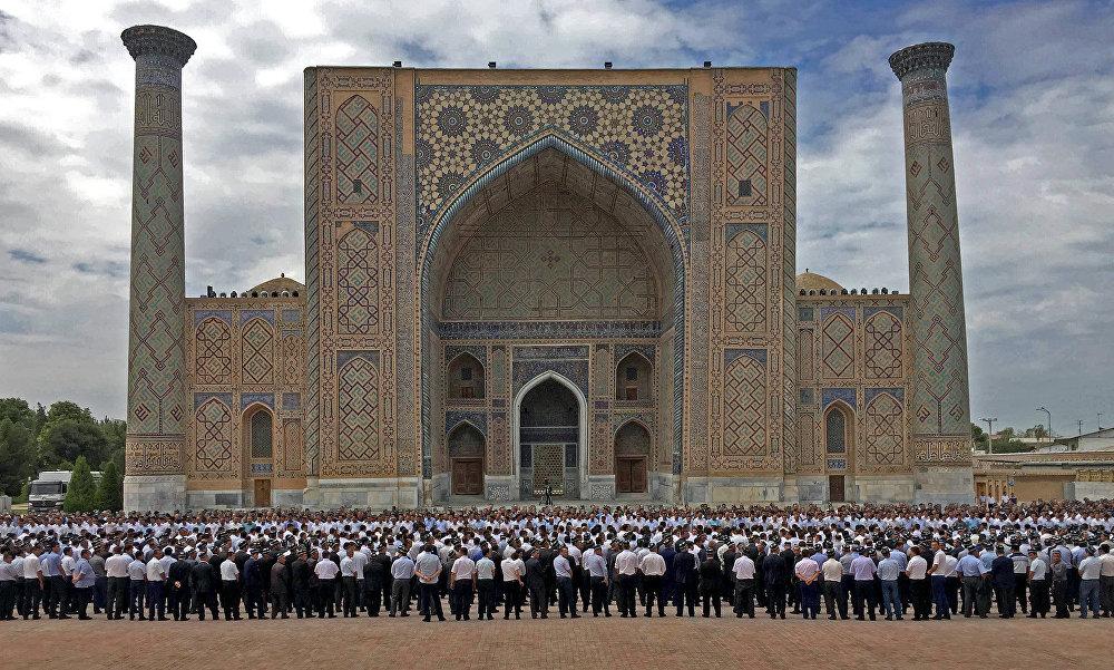 Өзбек лидерин акыркы сапарга узатуу зыйнатына 17 өлкөнүн делегациясы келди